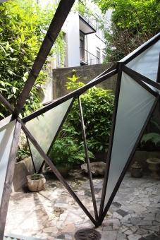 Zwischendrin, 2013 Holz und Plastikfolie, Balzer Art Projects, Basel