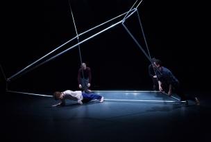 Home Hazard, 2014, Aluminiumstangen, 350x300x290cm, Bühnenbild zur Choreografie von Chikako Kaido Pumpenhaus Münster