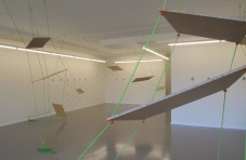 Wiederkehr der selbstverständlichen Verhältnisse oder der Beweis dessen, dass es unmöglich ist, 2013 Holz, Seil, Beton, Balzer Art Projects, Basel